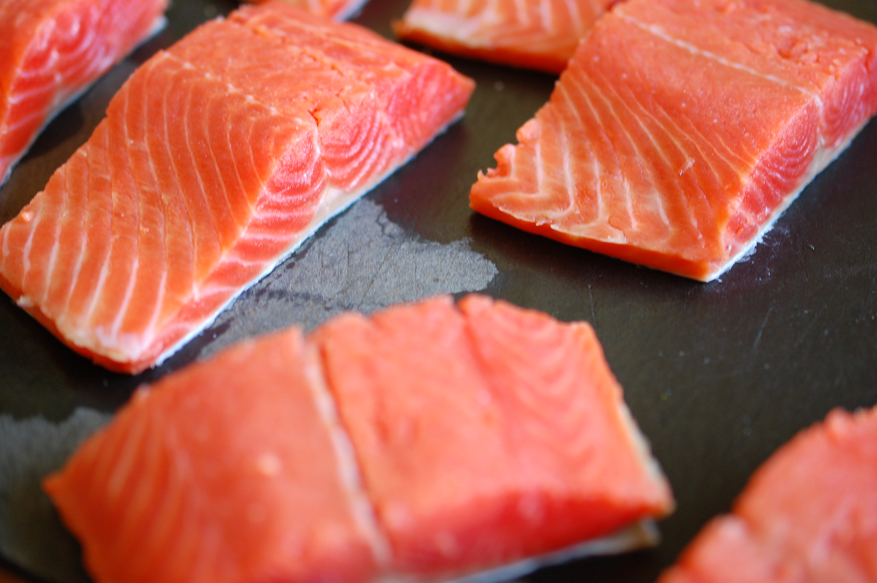 Look how pretty and fresh these salmon pieces are!
