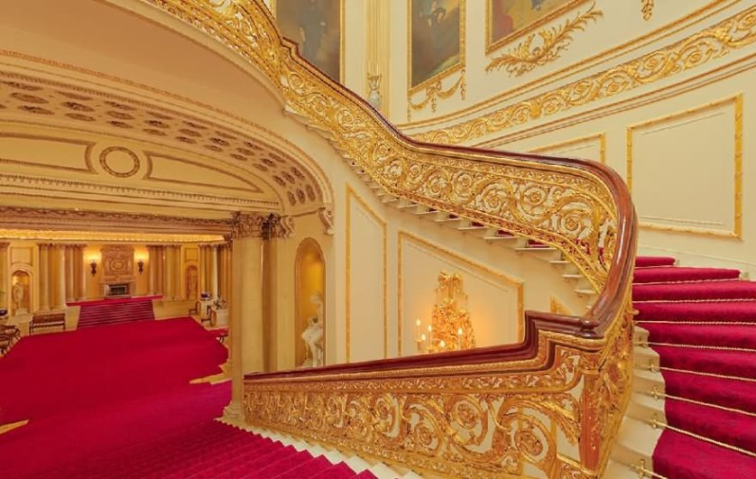 Beautiful Staircase Inside The Buckingham Palace United Kingdom - THE MOST BEAUTIFUL INTERIOR PICTURES OF BUCKINGHAM PALACE LONDON