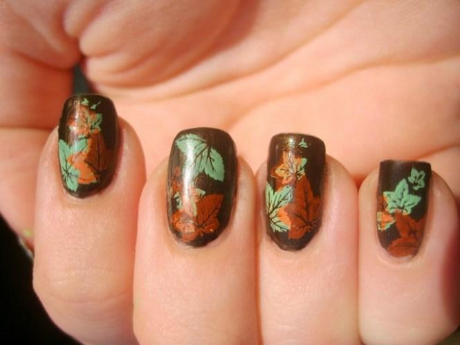 Falling Leaves Thanksgiving Nail Art Designs