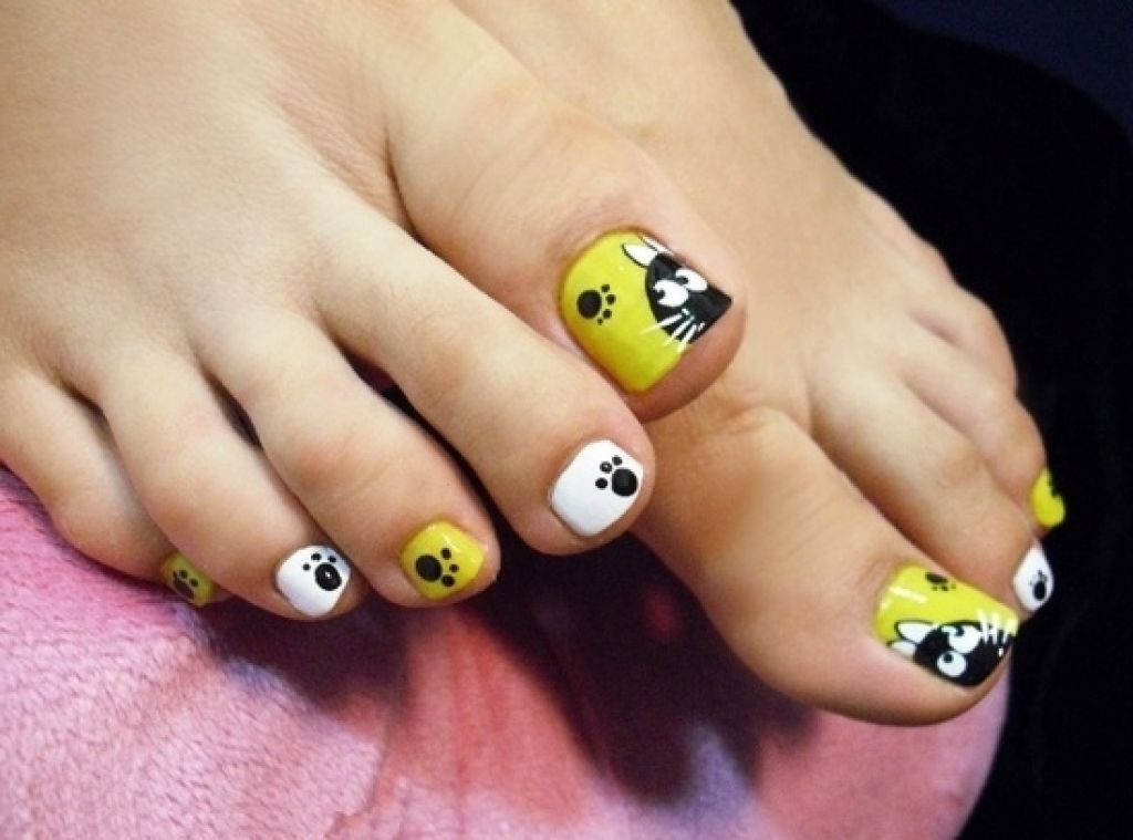 Cat And Paw Sign Toe Nail Art