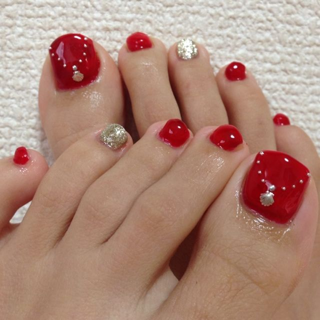 Red Glossy And Gold Toe Nail Art