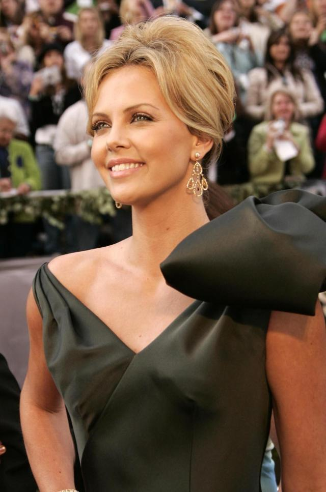 charlize-theron-hairstyles-charlize-theron-hairstyle