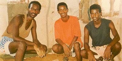Da esquerda para a direita: Paulos Eyassu, Isaac Mogos, e Negede Teklemariam; in-correntes para a sua fé desde 24 de setembro de 1994 - Foto tomada algum dia de 1996
