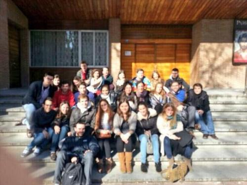 Grupo de voluntarios en el exterior del Santísimo Redentor (Foto: @loveneslospeces)