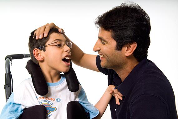 Escuela de familias. ayuda a personas con discapacidad