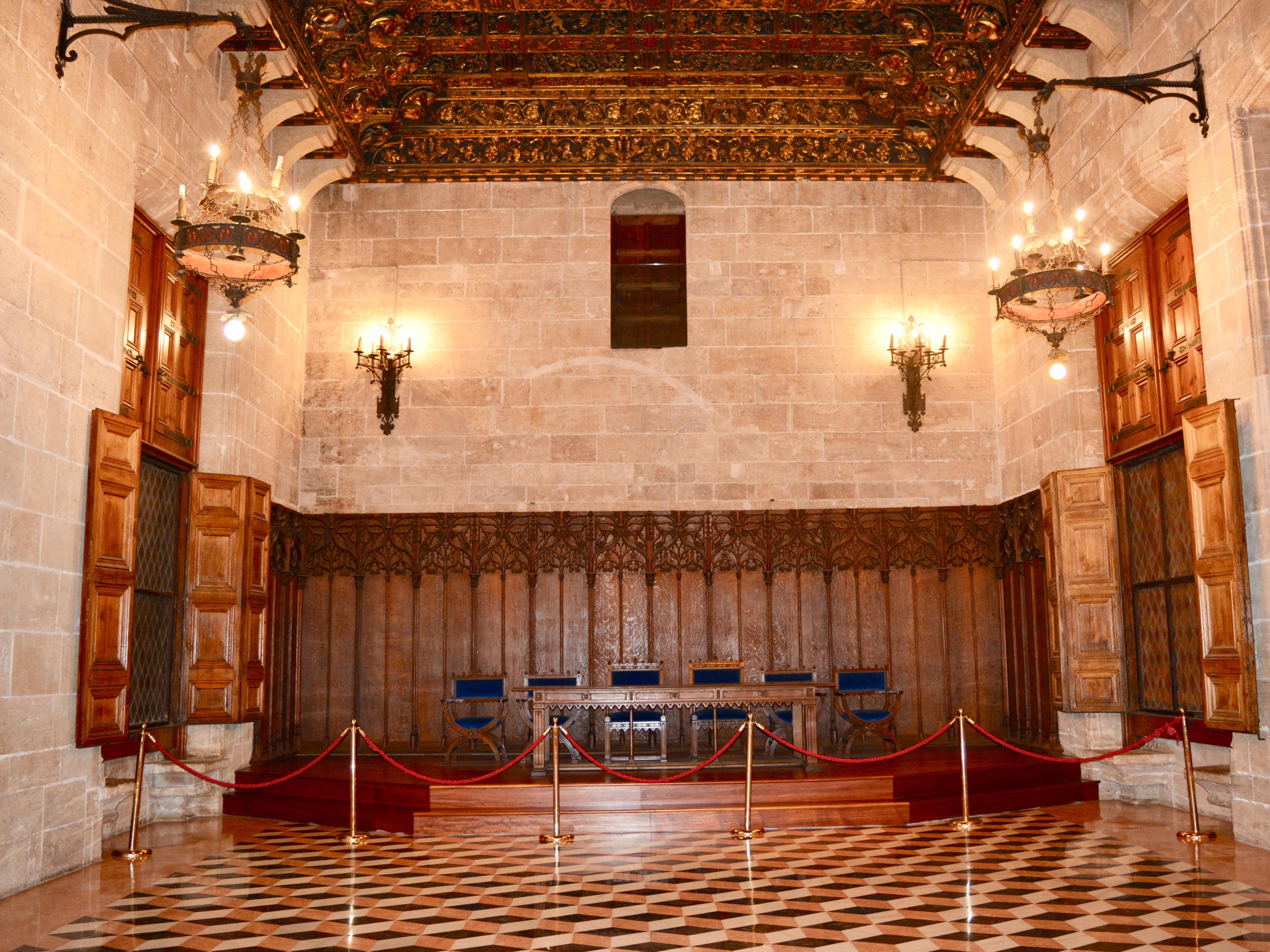 Salon del tribunale - lonja de la seda Valencia - aspassoperlaspagna.it