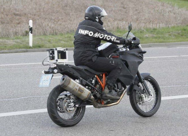 KTM Adventure 1290 Spotted in the Wild 2014 KTM Adventure 1290 spy photo 07 635x459