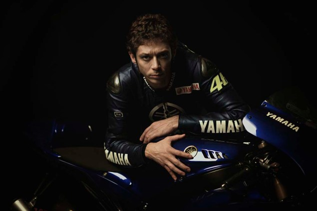 Valentino-Rossi-Jorge-Lorenzo-Yamaha-M1-MotoGP-23