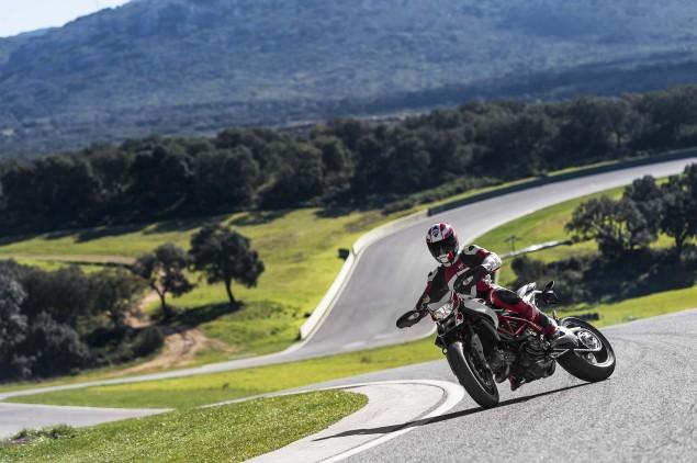 2013-Ducati-Hypermotard-action-photos-10