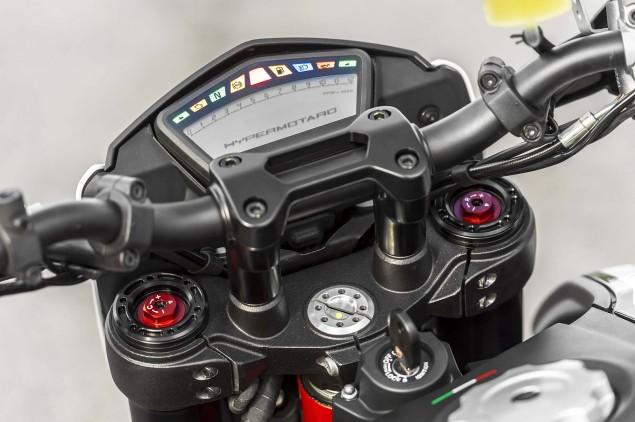2013-Ducati-Hypermotard-still-photos-04