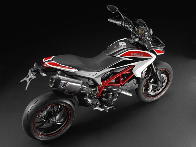 2013-Ducati-Hypermotard-studio-01