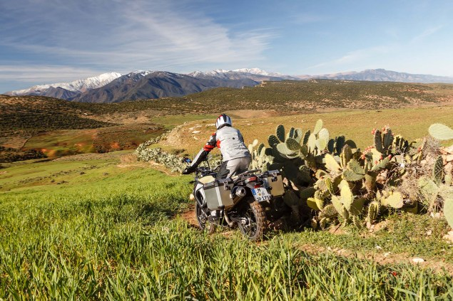 2013-BMW-F800GS-Adventure-outdoor-action-02
