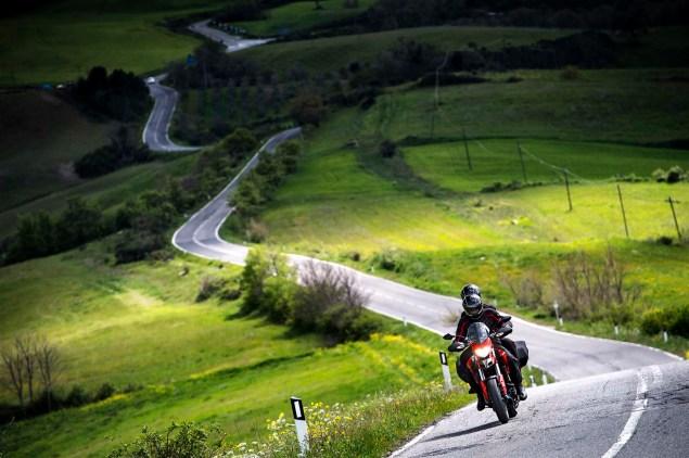 2013-Ducati-Hyperstrada-04