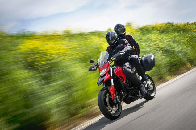 2013-Ducati-Hyperstrada-12