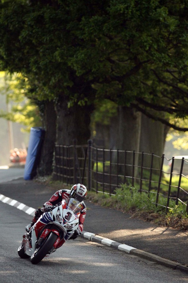 Conker-Fields-Isle-of-Man-TT-Richard-Mushet-01