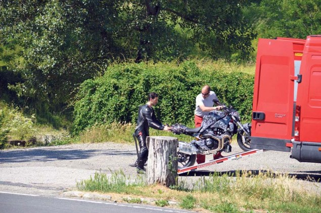 2014-ducati-monster-1198-water-cooled-spy-photo-03