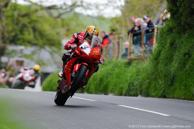 Barregarrow-Superbike-TT-race-Isle-of-Man-TT-Tony-Goldsmith-01