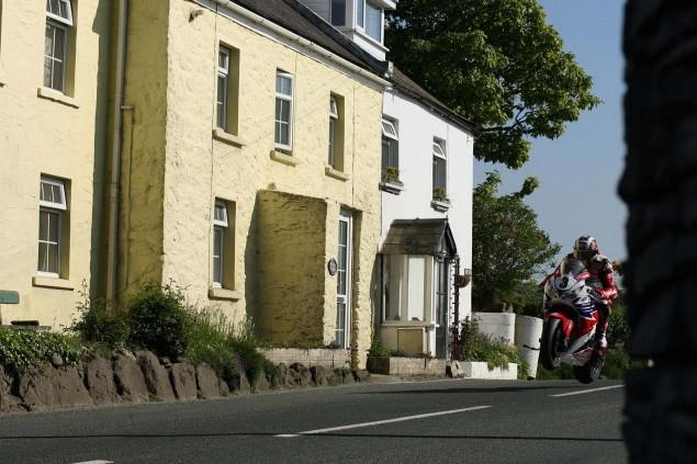 Rhencullen-2013-Isle-of-Man-TT-Richard-Mushet-17