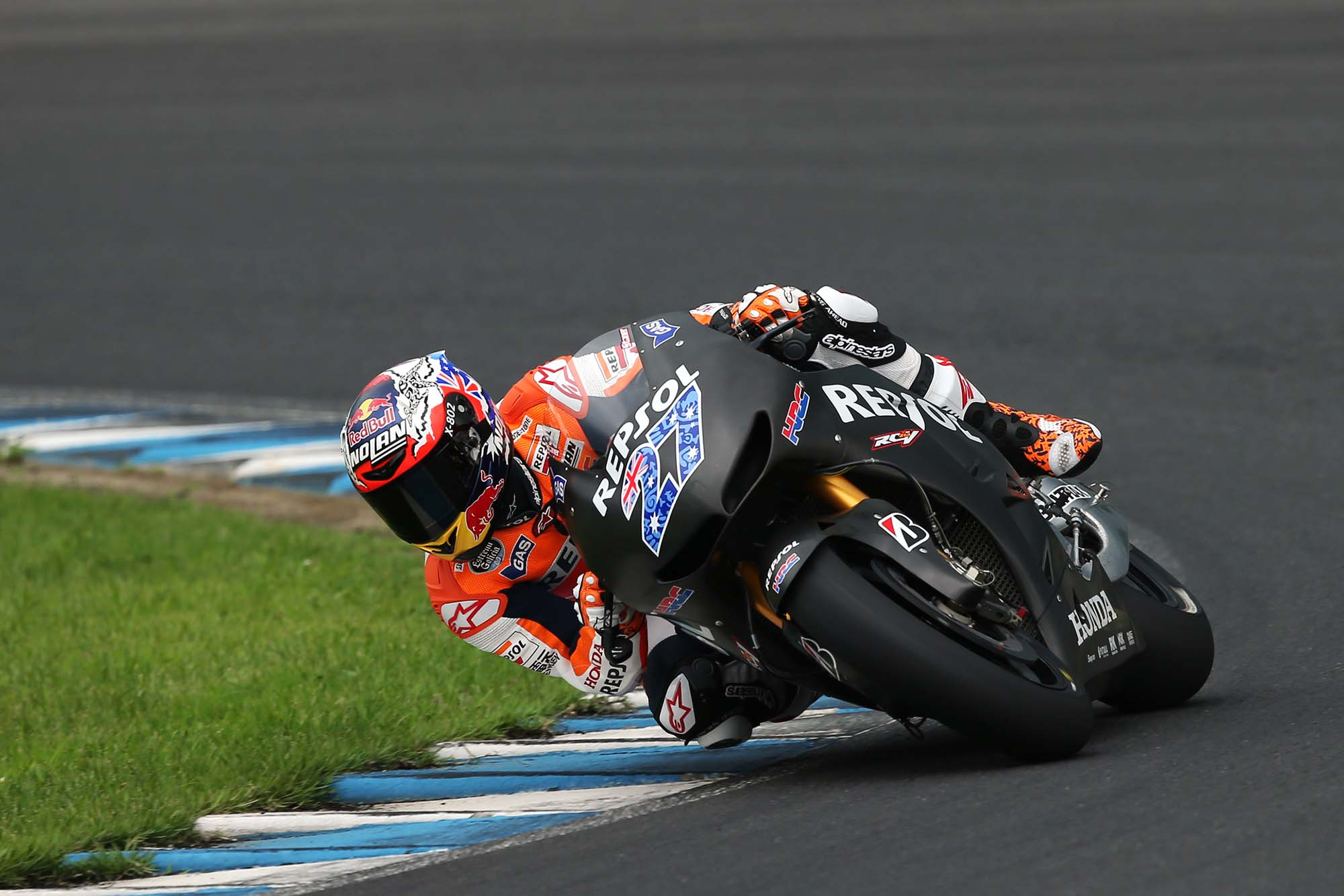 Video: Casey Stoner Rides the Honda RC213V at Motegi - Asphalt & Rubber