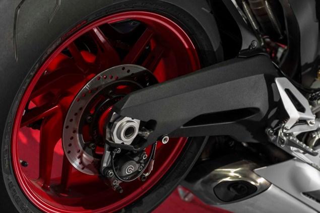 2014-Ducati-899-Panigale-static-17