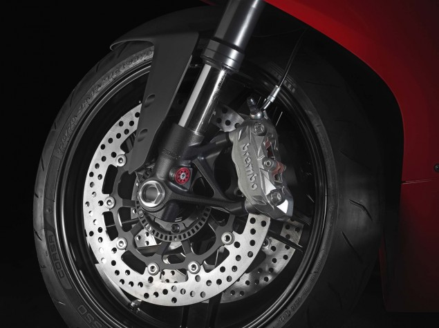 2014-Ducati-899-Panigale-studio-19