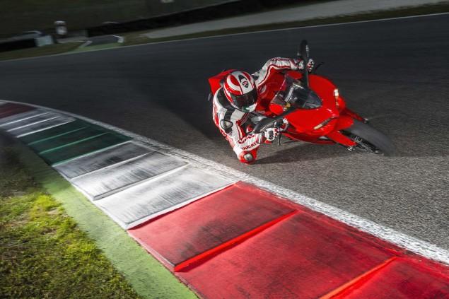 2014-Ducati-899-Panigale-track-27
