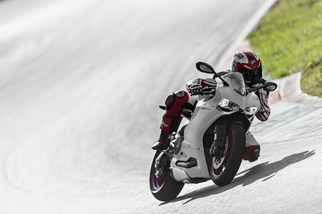 2014-Ducati-899-Panigale-track-55