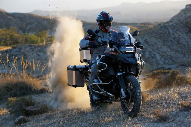 2014-BMW-R1200GS-Adventure-action-03