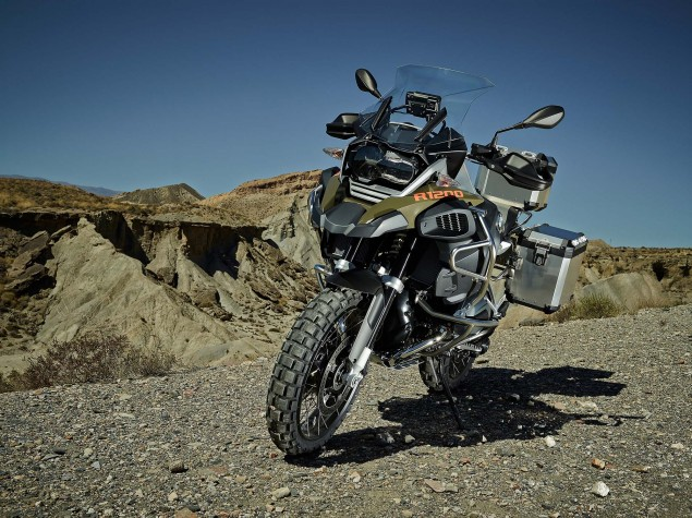 2014-BMW-R1200GS-Adventure-outdoors-02