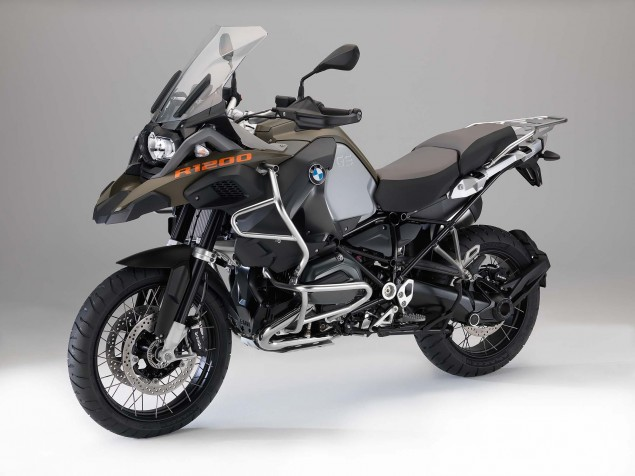 2014-BMW-R1200GS-Adventure-studio-07