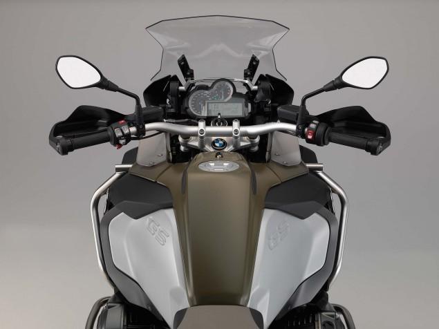 2014-BMW-R1200GS-Adventure-studio-11