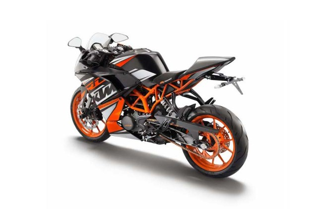 2014-KTM-RC390-black-orange-02