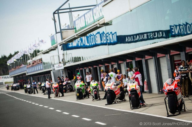 Sunday-Phillip-Island-Australian-GP-MotoGP-2013-Scott-Jones-10
