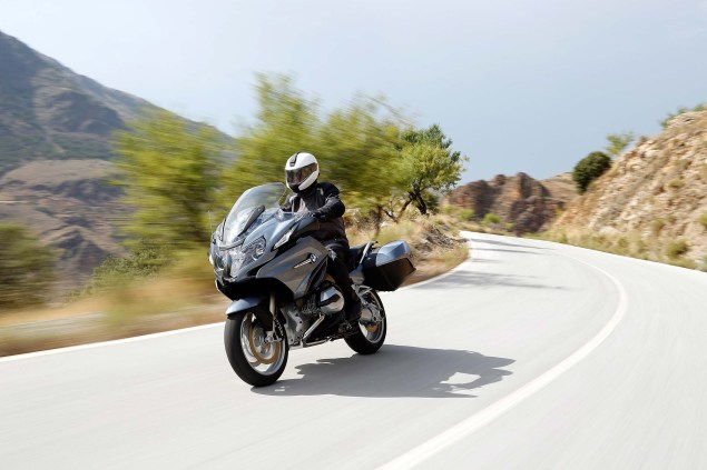 2014-BMW-R1200RT-action-06