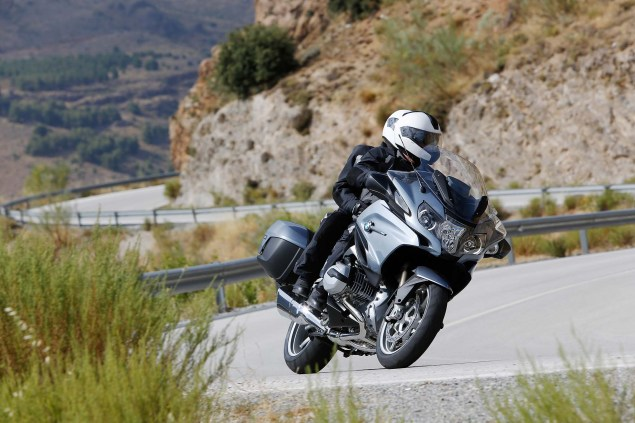2014-BMW-R1200RT-action-11