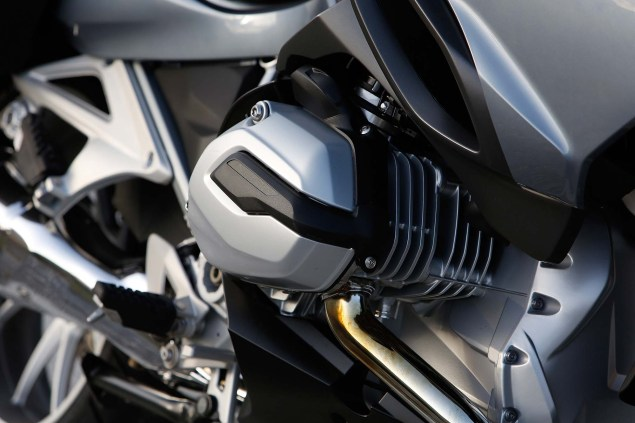 2014-BMW-R1200RT-action-24