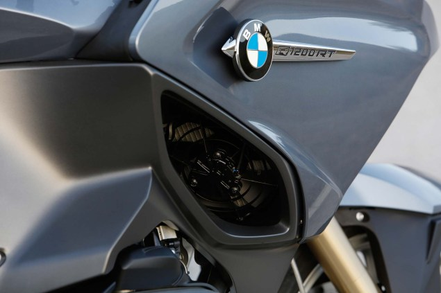 2014-BMW-R1200RT-action-30