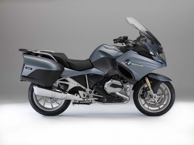 2014-BMW-R1200RT-studio-03