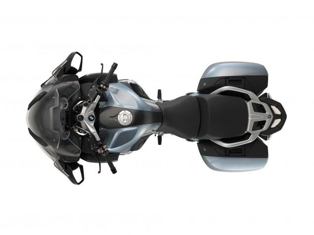 2014-BMW-R1200RT-studio-10
