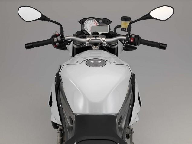 2014-BMW-S1000R-studio-12