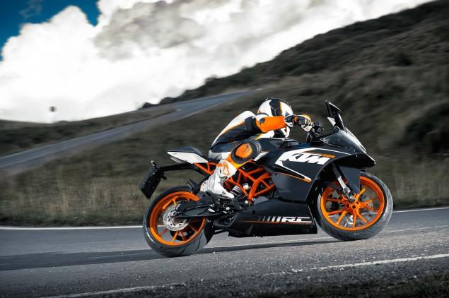 2014-KTM-RC200-action-15