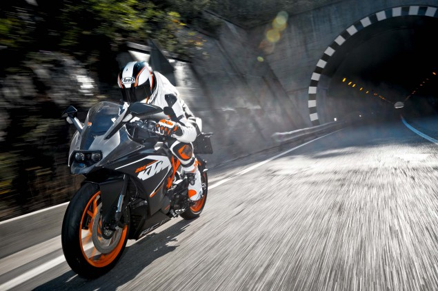 2014-KTM-RC200-action-17