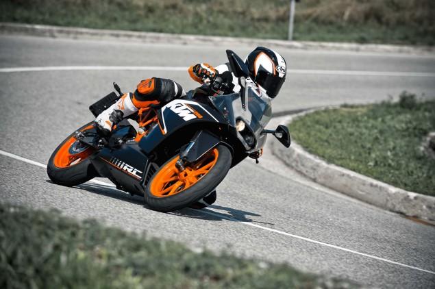 2014-KTM-RC200-action-21