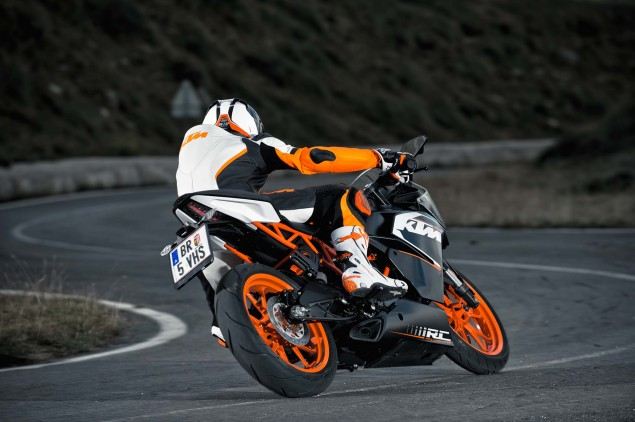 2014-KTM-RC200-action-22