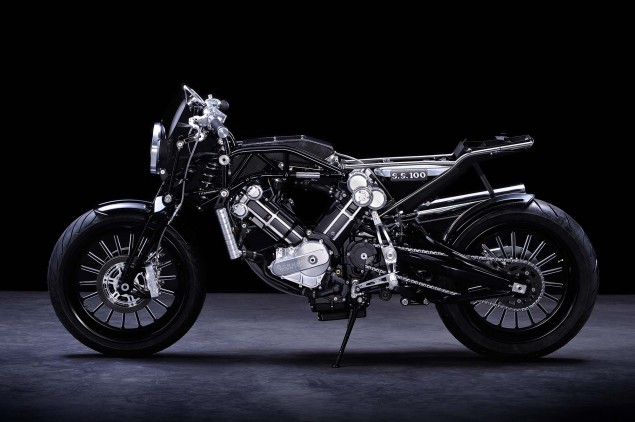 Brough-Superior-SS100-studio-03