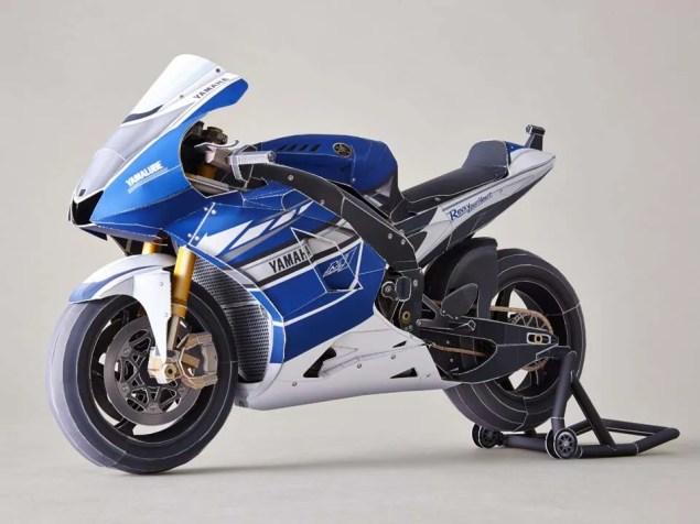 Yamaha-Papercraft-Rossi-Corkscrew-pass-09