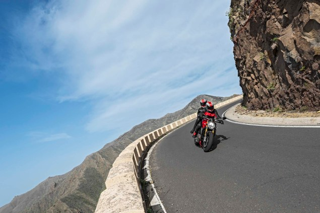 2014-Ducati-Monster-1200-action-36