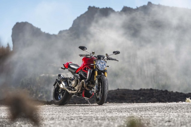 2014-Ducati-Monster-1200-still-02