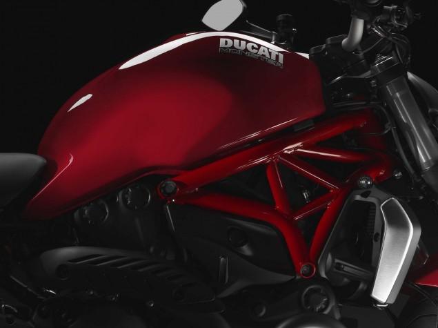 2014-Ducati-Monster-1200-studio-08