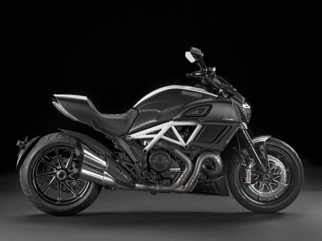 2014-Ducati-Diavel-Carbon-08